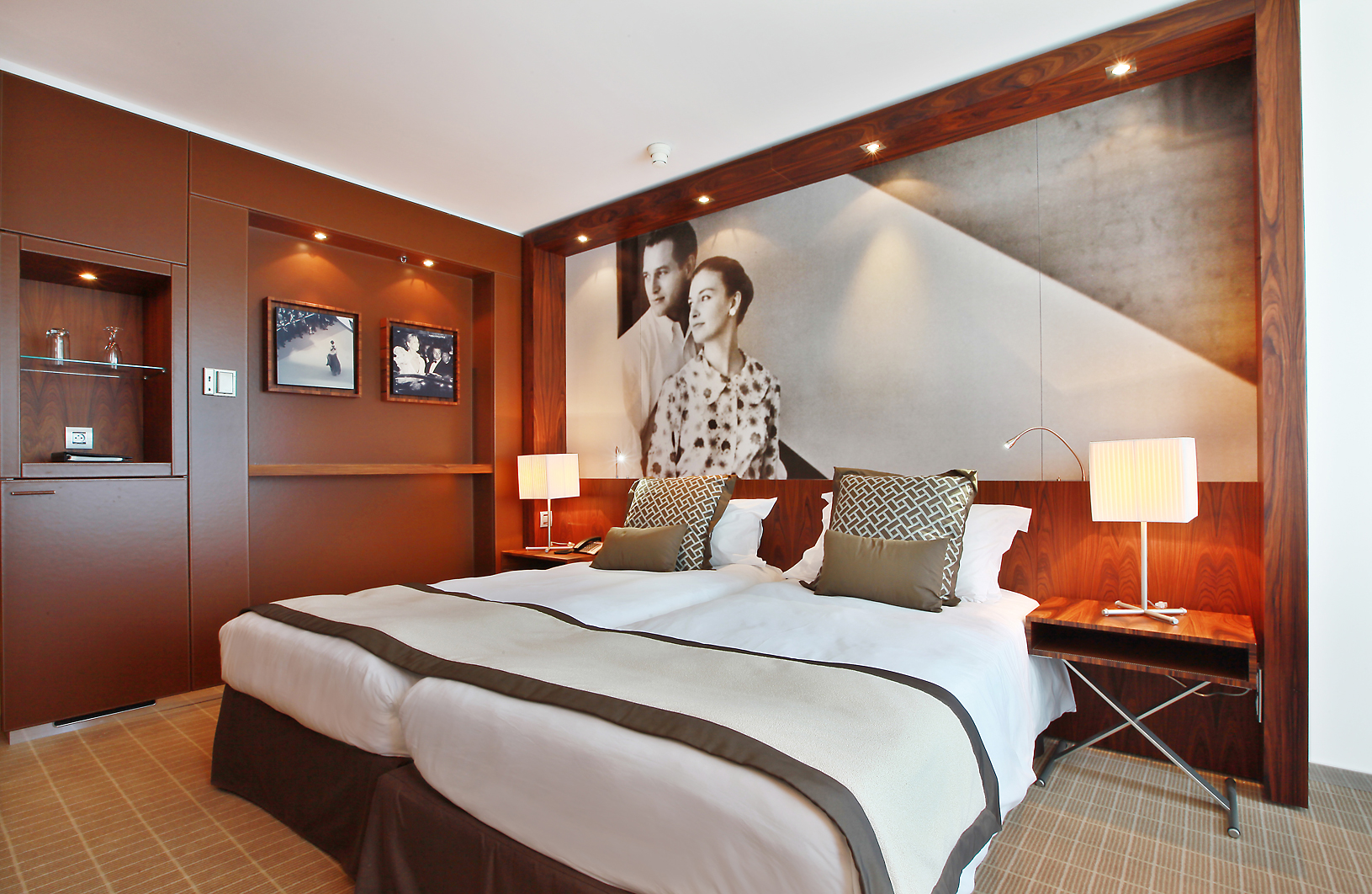 the 7 ps of marriott Home hilton swot 7ps 7 meal 8 use guestroom (overnight) 9 pay tv 10 room service/breakfast (24-hour) marriott and intercontinental.