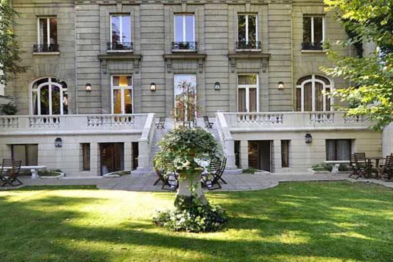 Terrasse des Champs-Elysees