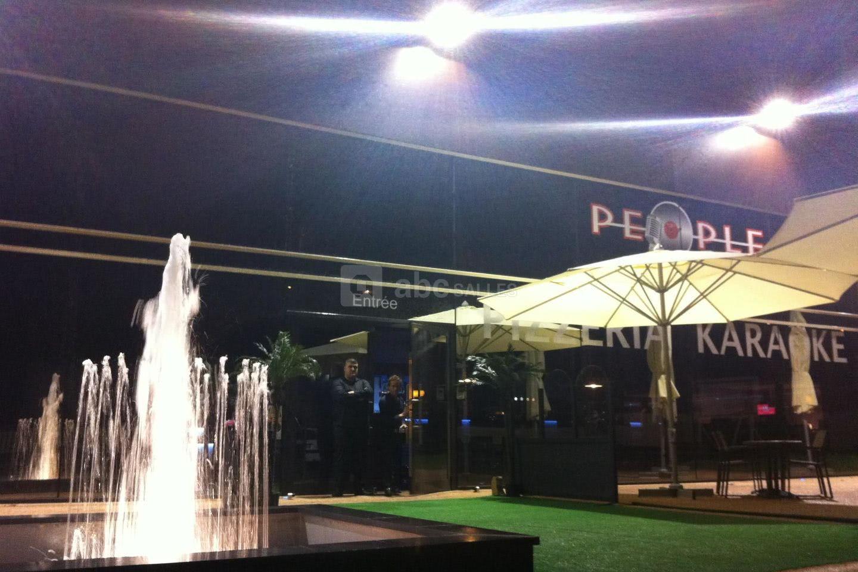 Le People Café