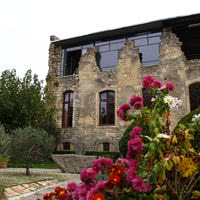 Cour italienne et atelier artiste