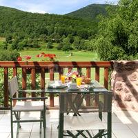Petit-déjeuner sur la terrasse de votre chambre