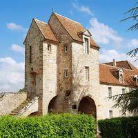 Tour du château de montramé