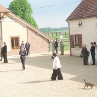 Mariée dans la cour