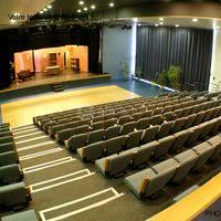 Grande salle en réunion