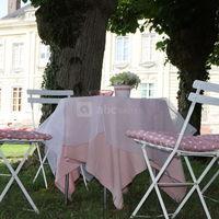Sous les tilleuls, vue sur le château et le jardin à la française