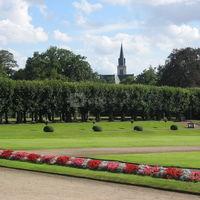 Jardin à la française devant le château