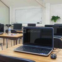 Salle Apollon en classe équipée de 12 ordinateurs