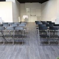 Salle bar en mode réunion