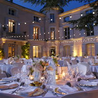 Diner sur la terrasse du Château d'Alphéran