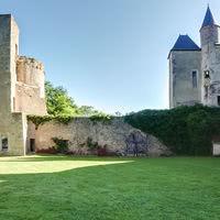 Cour du château - tour des Barres