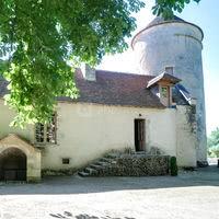 Cour du château - Pigeonnier et gîte attenant