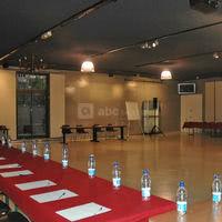 Salle en u pour 65  participants