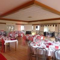 Salle césar mariage rouge
