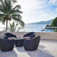 Une terrasse surplombant la mer des Caraïbes