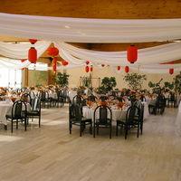 Salle des banquet (décorée ici pour un mariage)