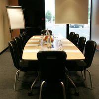 Salon avec table atrium pour 2 à 8 personnes