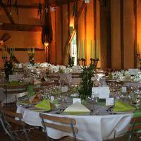 La grande salle décor vert anis et blanc