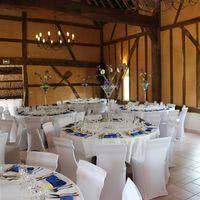 La grande salle décor blanc et bleu