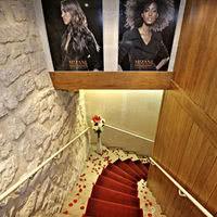 Escalier tapis rouge