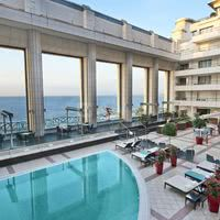 Terrasse vue mer et piscine extérieure