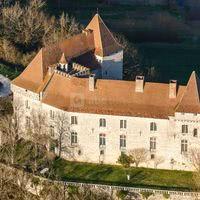 Le château de Goudourville dans le soleil