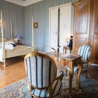 Une vaste chambre lumineuse Au Chateau de Goudourville