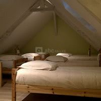 Le dortoir avec ses 10 lits simples