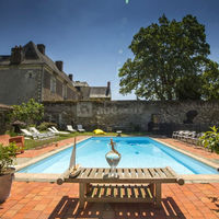 Vue sur le Château depuis la piscine