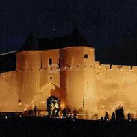 Arrivée au château de nuit