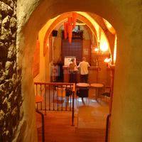 L'entrée du bar du caveau des trinitaires