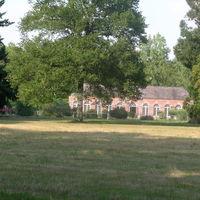 Vue de l'orangerie depuis le parc
