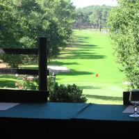 Salon ardilouse ouvrant sur le golf