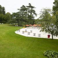 Vue d'une partie du parc et de la terrasse de 800 m2