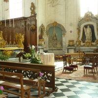 Cérémonie religieuse dans l'église