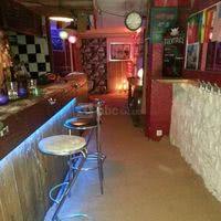 Le Nostalgique French Pub