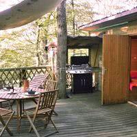 Coin terrasse de la cabane dans les arbres, pour un instant de détente hors du commun !