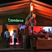 Le tépadance est une des salles du tépacap fiesta : salle de réunion le jour, elle se transforme en piste de dans illuminée le soir !