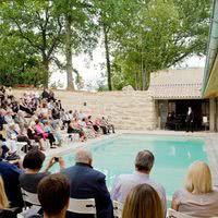 Un récital autour de la piscine