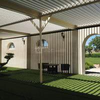 Patio et son toit bioclimatique ouvert