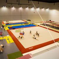 Salle trampoline gym acrobatique