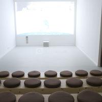 Grand écran dans la salle en amphithéatre
