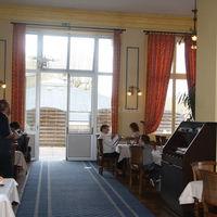 Salle restaurant vers terrasse exterieur