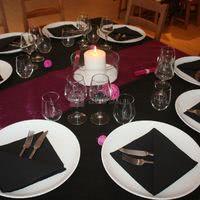 Table dressée pour une fête en salle de banquet