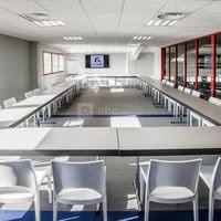 Salle de réunion modulable et entièrement équipée