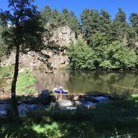 Rivière autour du camping.