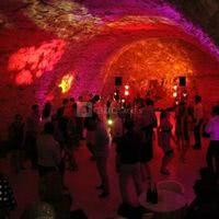 Dancefloor dans la cave voûtée