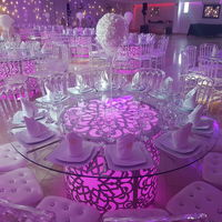 Tables lumineuses et chaise napoléon offerte