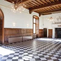 Salle rez-de-chaussée  chateau porte coté parc