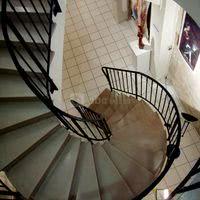 Escalier menant à la salle voûtée