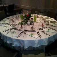 Table dressée pour une communion